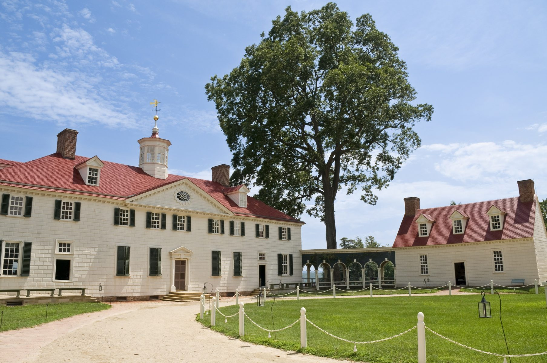 The home of former president of the USA George Washington. Wide angle view.