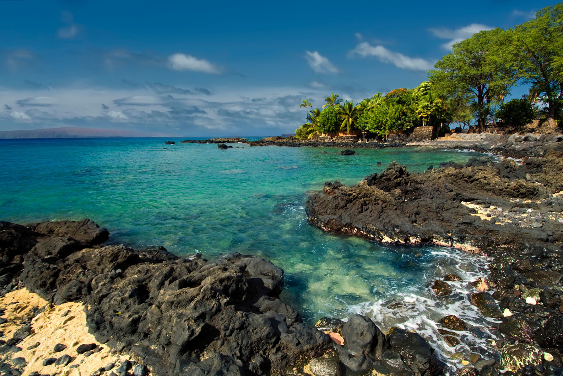 Maui snorkeling spots - Ahihi Bay in Waiala Cove, south Maui, Hawaii, USA