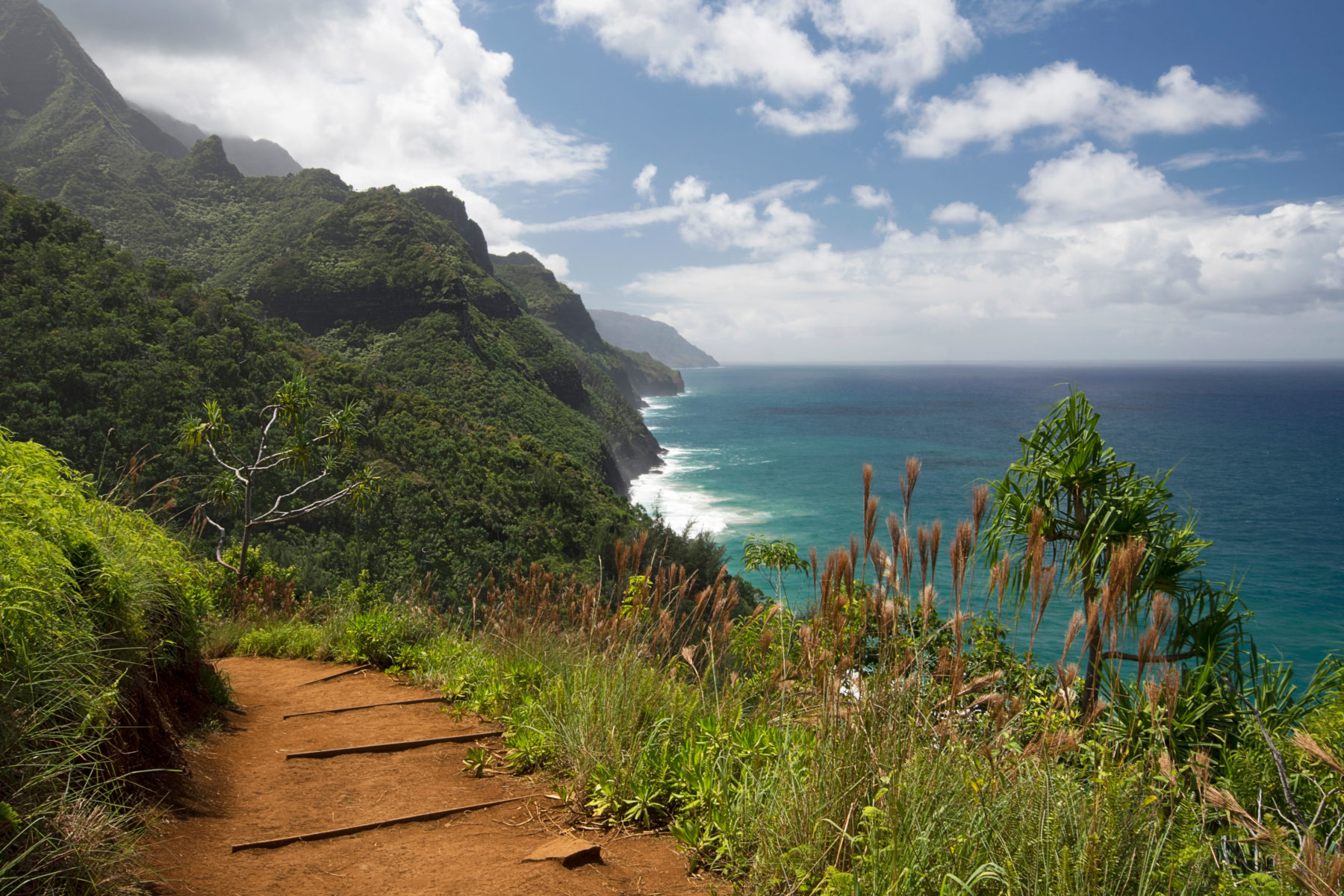 Sunny day on Na Pali Coast from from Kalalau Trail, Kauai, Hawaii